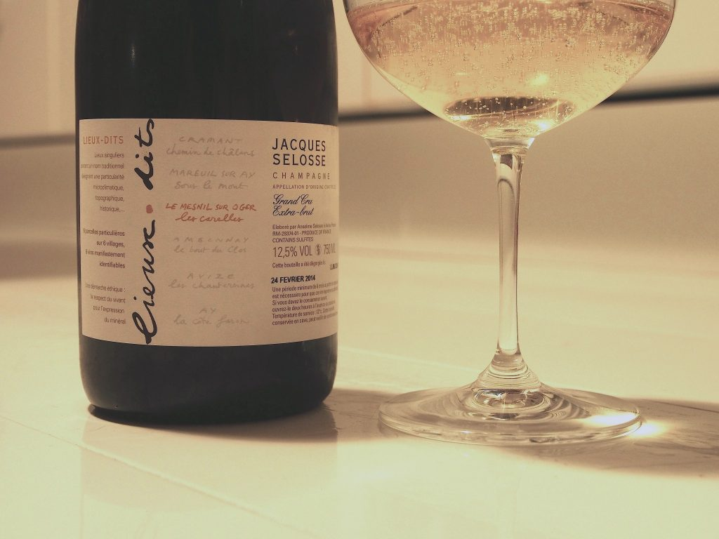 I always love to enjoy Selosse's champagnes from big Burgundy glasses.